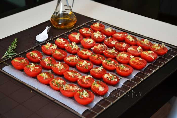 помидоры с чесноком