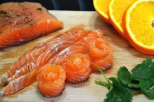 красная рыба с апельсином