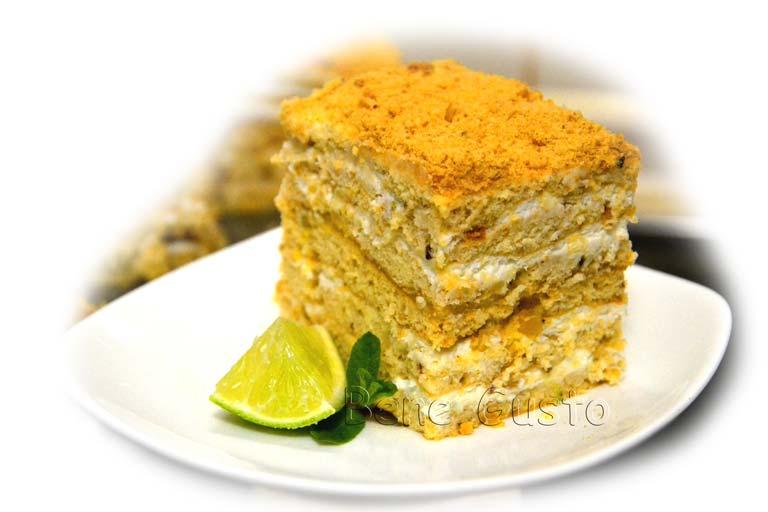 торт медовик зі сметанним кремом