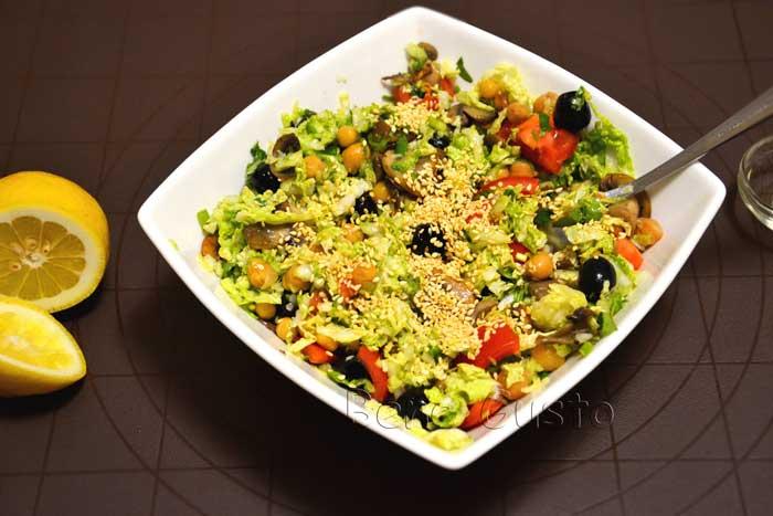 салат овощной с нутом