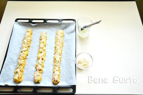 формируем тесто в виде колбаски