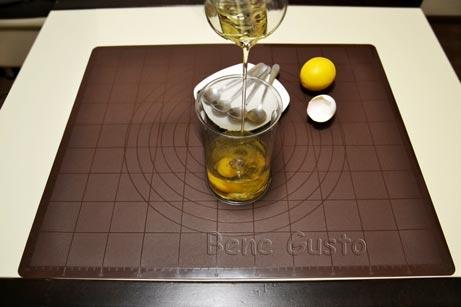 выливаем растительное масло в чашу