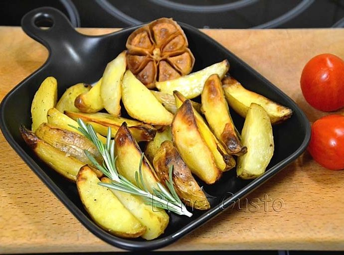 Вкусный запеченный картофель в духовке