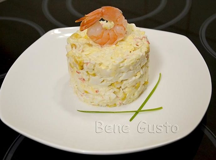 Салат из крабовых палочек с капустой и сыром