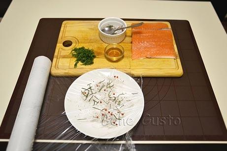 Посыпаем смесью соли, сахара и перца
