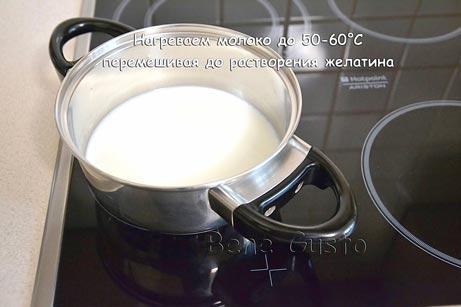 сотейник с молоком и желатином ставим на плиту