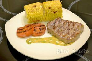 стейк из говядины на сковороде гриле