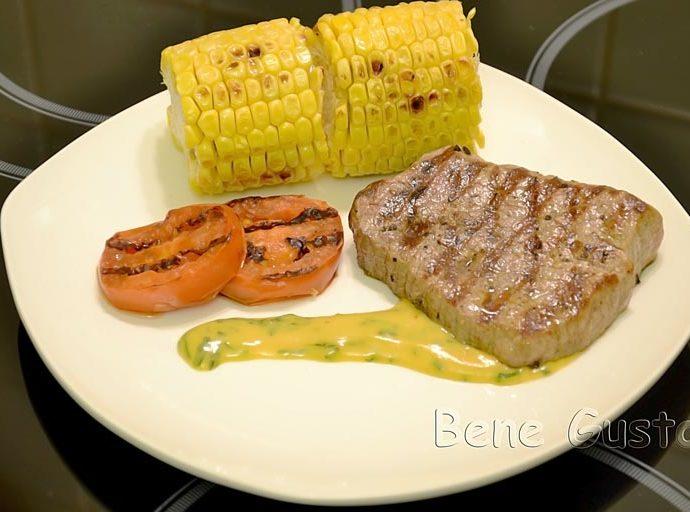 Сочный стейк из говядины на сковороде