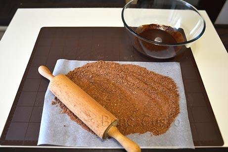 Печенье измельчаем в крошку