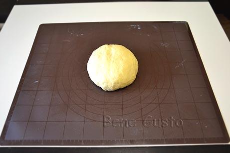 Замешиваем сдобное тесто на булочки