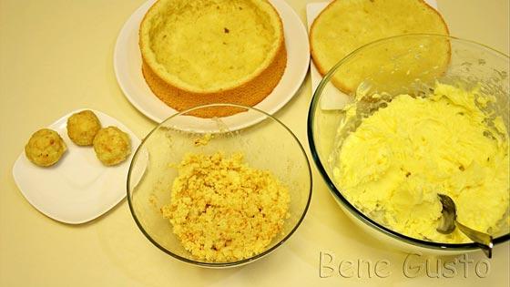 Мякоть бисквита измельчить, добавить масляной крем и арахис. Перемешать и скатать в шарики