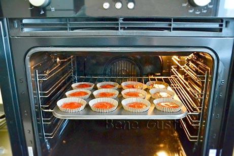Выпекаем капкейки в духовке 15-20 минут при температуре 180°C.