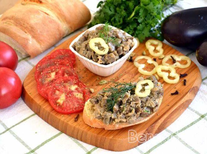Жареные баклажаны как 'грибы' с луком