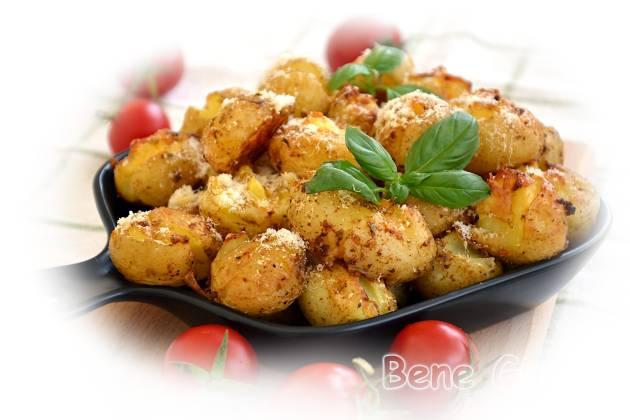 Молодой картофель в духовке целиком