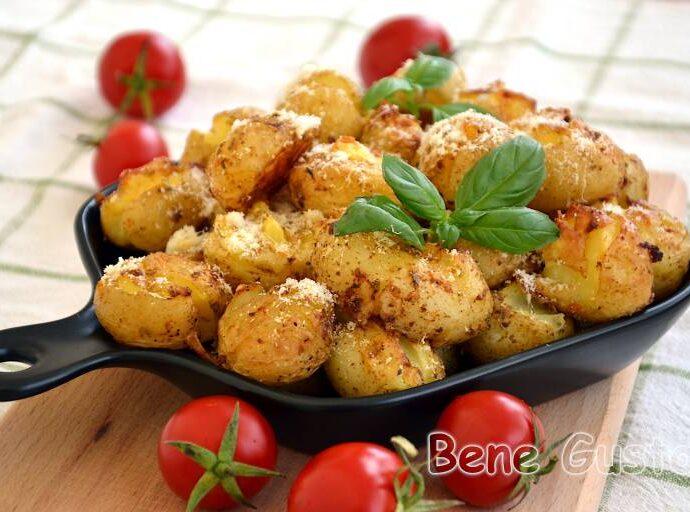 Хрустящая молодая картошка в духовке целиком