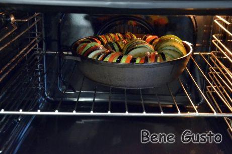 Запекаем рататуй в духовке 60 минут при температуре 180°C.