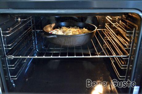 Выпекаем в духовке при температуре 220°C в течение 10 минут.