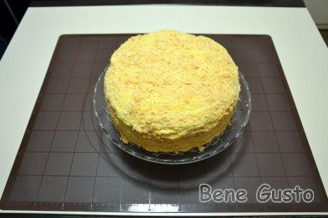 Торт Наполеон із заварним кремом ставимо в прохолодне місце мінімум на 6 годин.