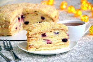 Торт Наполеон с заварным кремом и вишней