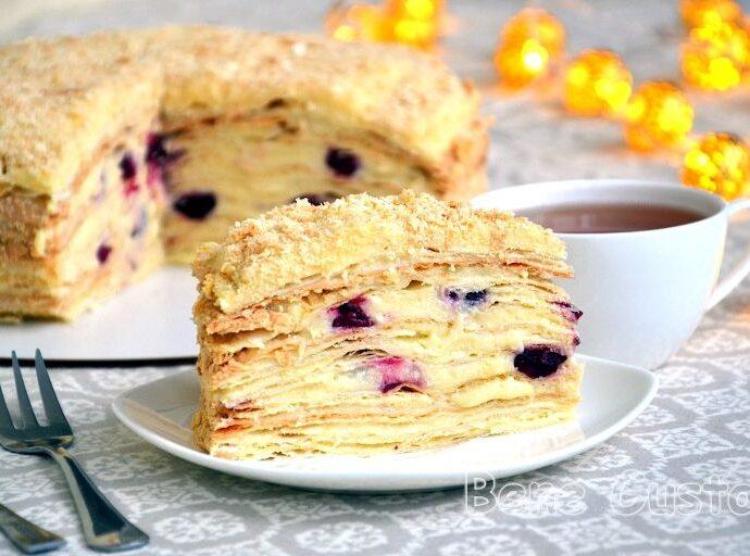 Торт Наполеон с вишней и заварным кремом