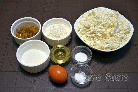 Ингредиенты на сырники с изюмом