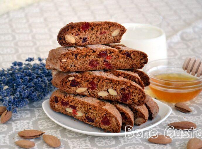 Пісні біскотті з мигдалем та вишнею — сухе печиво