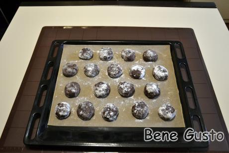 Формируем шарики и выпекаем 12-15 минут при температуре 180°C.