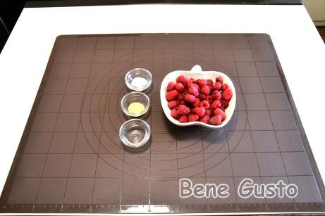 отовую сливочную панна котту можно дополнить ягодным сиропом