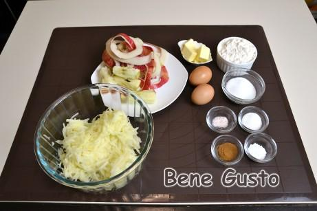 Яблука миємо, очищаємо від шкірки та натираємо на крупній тертці.